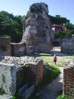 Най-голямата обществена сграда от римската епоха на на Балканския полуостров